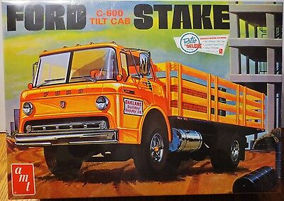 AMT Ford C600 Tilt Cab Stake Bed Truck model kit 1/25