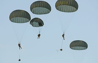 MILITARY SURPLUS OD GREEN T10 PARACHUTE 35 FT. WITH LINES