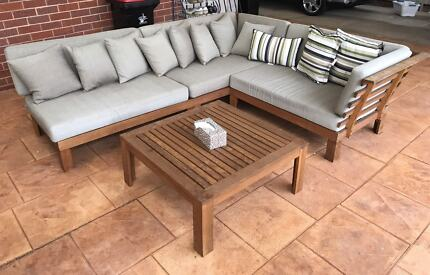 Outdoor timber lounge & coffee table