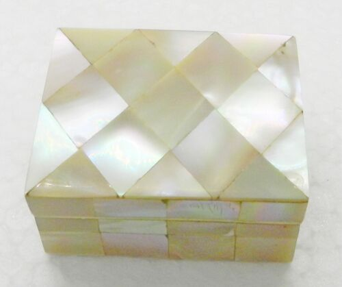 ANTIQUE MOTHER OF PEARL THIMBLE CASE