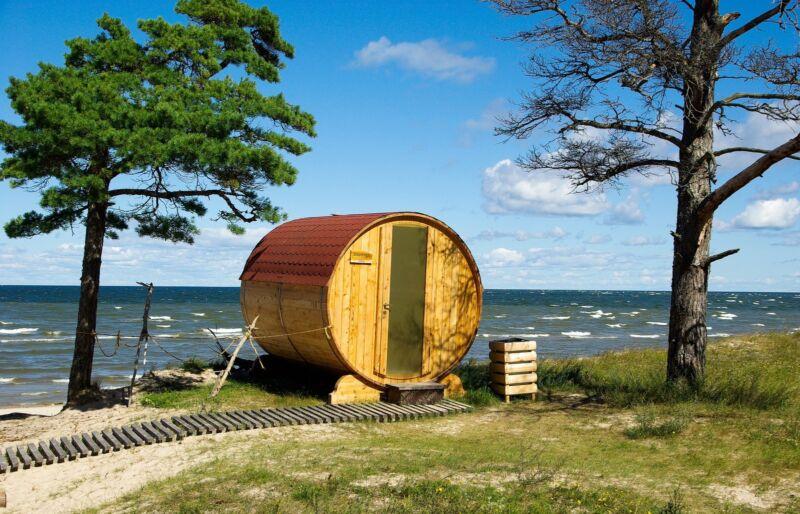 Saunafass oder eine Sauna in Blockhütten-Form: Die Auswahl bei den Saunahäusern bietet für jeden Platz das Richtige.