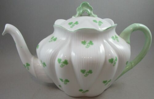 Shelley Large Dainty Shamrock Teapot / Tea Pot