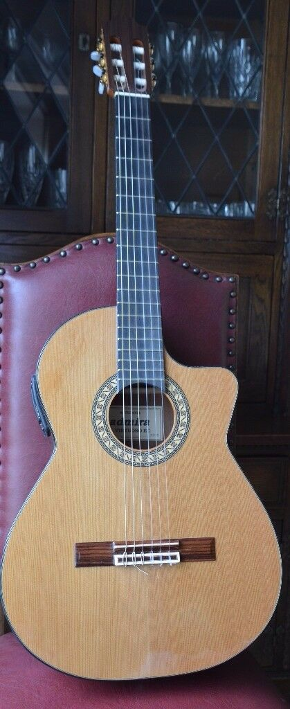 Admira Virtuoso Electro-Cutaway 2147CE classical guitar with gigbag