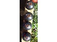 Set of 4 Taylors lawn bowls woods size 4. Hardly used.