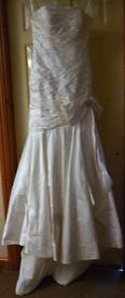 Beautiful 100% Silk Wedding Dress Mon Cheri Size 10/12