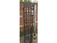 Attractive, free standing wrought iron wine rack / bar