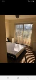1 double room and 1 single rom to ren in Thamsmeade.