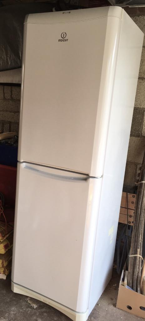Indesit fridge freezer with great storage capacity