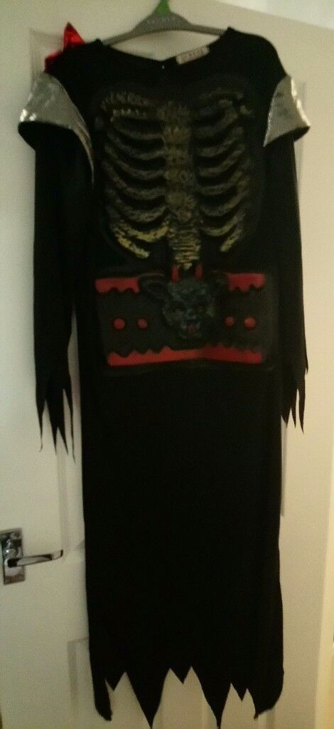 Age 12-13 skeleton robe halloween costume. I have other costumes and masks for sale too.