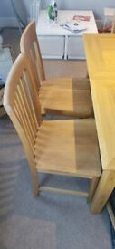 Dining table ( Extendable with 6 chairs )