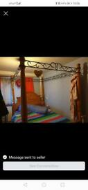 Bed four poster