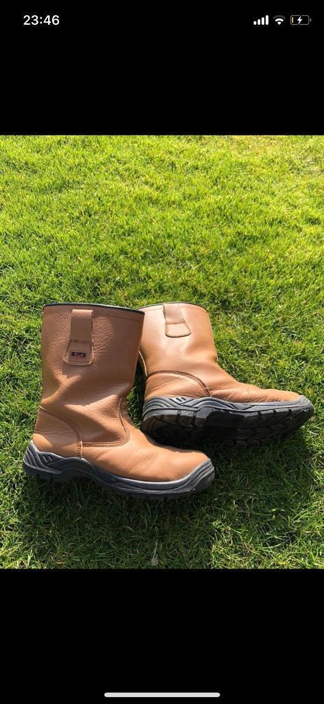 5ea62e9f5f9 TUF Safety boots size 10
