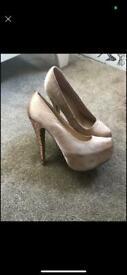 Women's gold glitter heels size 6