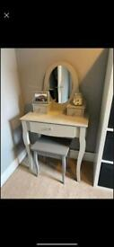 Grey dressing table with stool and mirror