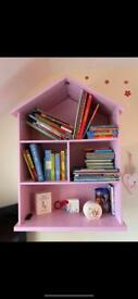 Free standing or wall mounted book shelf