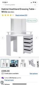 Corner dressing table with lights