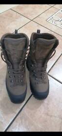 (New) Hanwag gtx size 9 walking boots