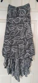 Black and white strapless leaf print dress