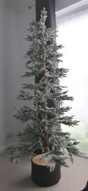 6FT BOXED CHRISTMAS ALASKAN SNOW FLOCKED HOLIDAY XMAS TREE WITH CERAMIC LOG EFFECT BASE £40