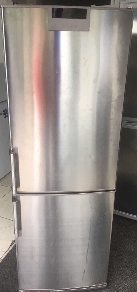 SIEMENS freestanding stainless steel fridge freezer120 free delivery good conditionin Redbridge, LondonGumtree - SIEMENS freestanding stainless steel fridge freezer with bottle rack and digital display Height 175cm, width 60cm Frost free Works perfectly well, no problems at all Good condition Selling for only £120 Free delivery within a 3 mile radius Contact...