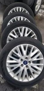 LIKE NEW  2016  FORD FOCUS FACTORY 17 INCH RIMS WITH HIGH PERFORMANCE CONTINENTAL    215 / 55 / 17 ALL SEASONS.