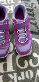 Girls sketchers trainers uk 13.5 Excellent condition