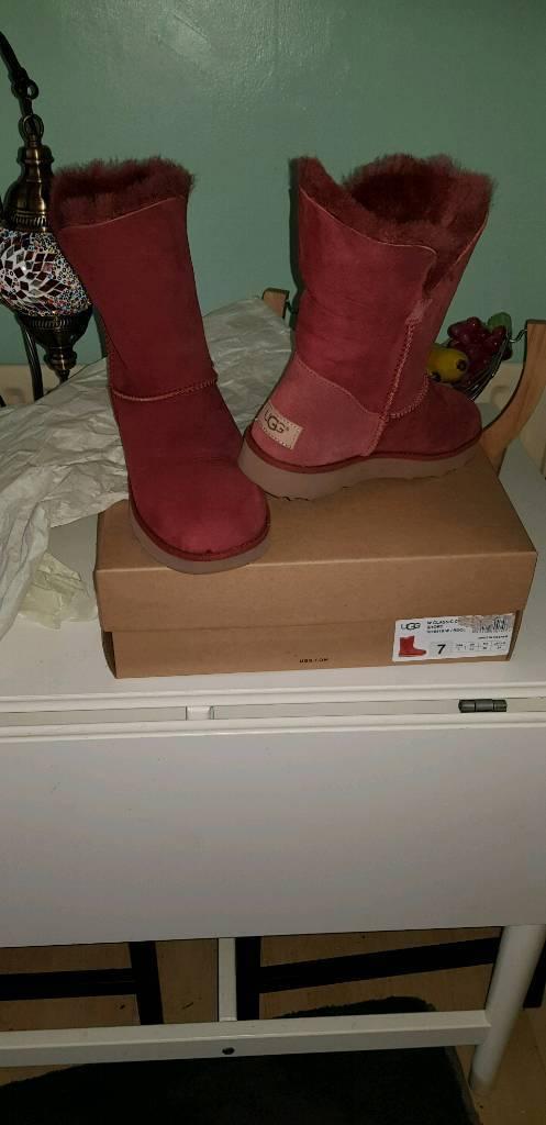 8370154af27f Ugg boots size 5