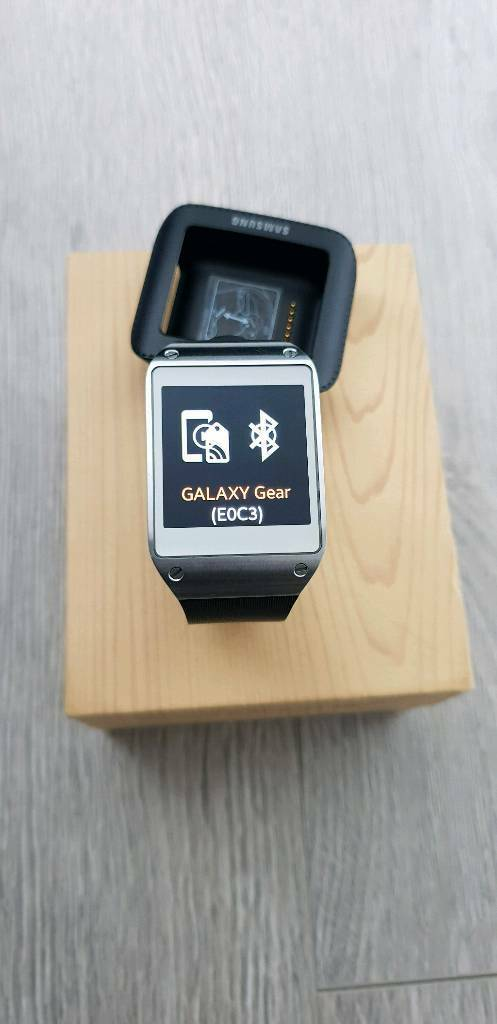 Samsung Galaxy Gear Sm V700 In Oldham Manchester Gumtree