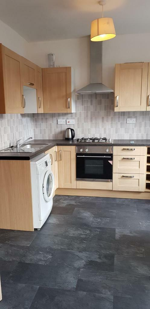 A very good size three bedroom flat to rent in Leyton