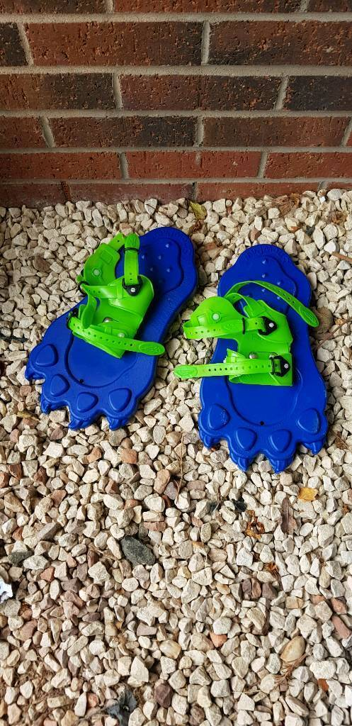 Kids snow shoes