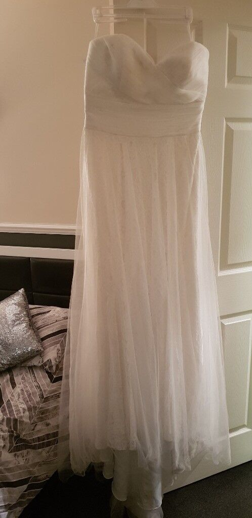Ex-sample benjamin roberts wedding dress. Size 16. 100% silk. £180.