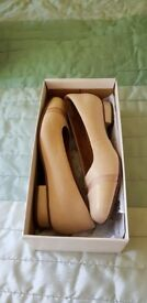 Ladies clarks shoes 5EE. Nude. New in box with tags