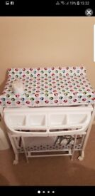 Baby changing unit/bath
