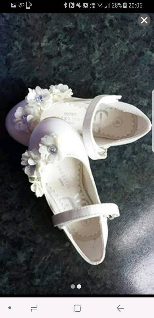 Girls shoes Size 4 never worn