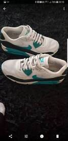 Ladies Nike trainers exelent condition size 6