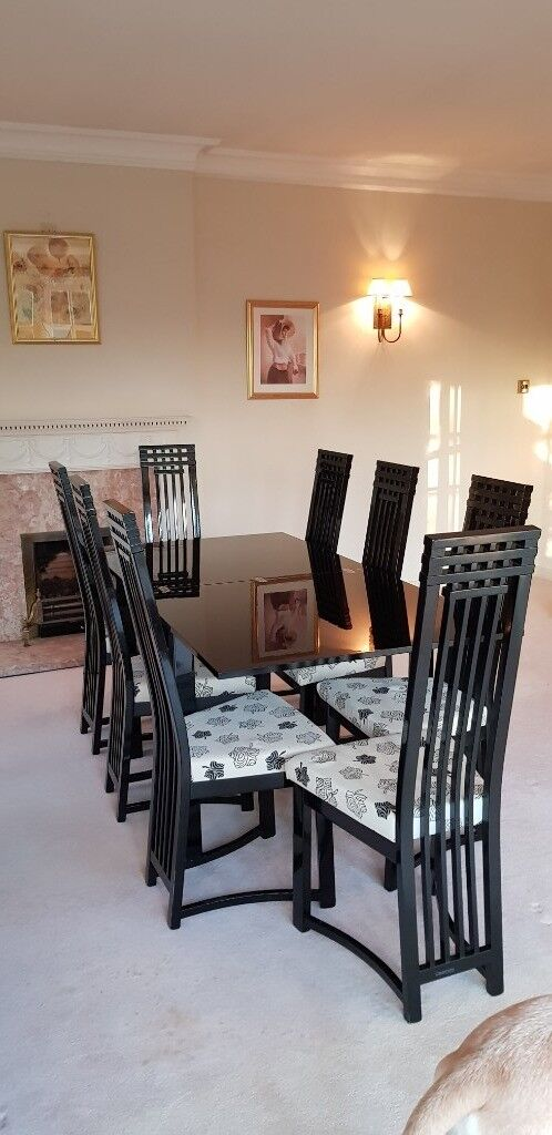 Dining Room Suite Large Extending Table 8 Chairs Plus Illuminated Display Cabinet And Sideboard