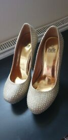 Sparkly gold heels size 6