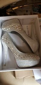 Lovely diamonte shoe (new) size 7