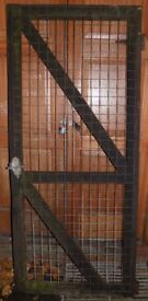 Wood and mesh door, ideal for dog run
