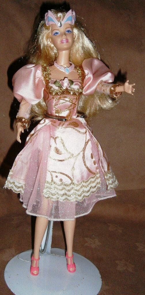 Barbie sized dolls very prety