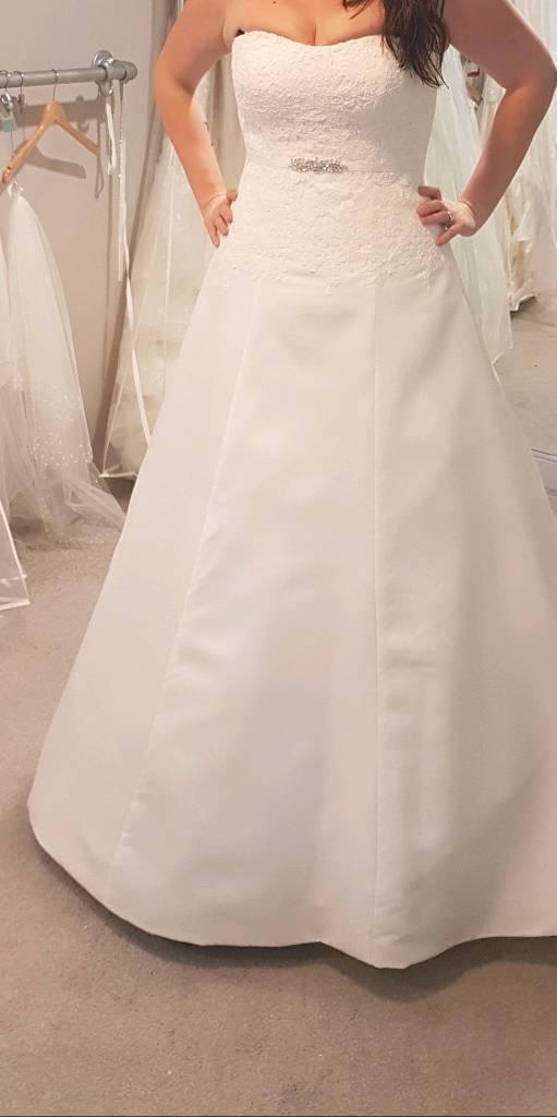 Brand new Anna Sorrano wedding dress