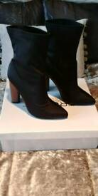 Black heelded boots sz 5