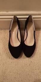 Woman's size 6 heels