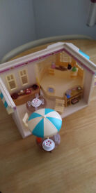 sylvanian cafe with accesseries