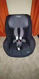 Maxi Cosi Pearl Car Seat with ISO fix base