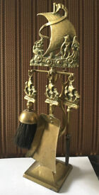 Fireside companion set, brass, four piece (poker, pan, brush, tongs) + stand in very good condition.