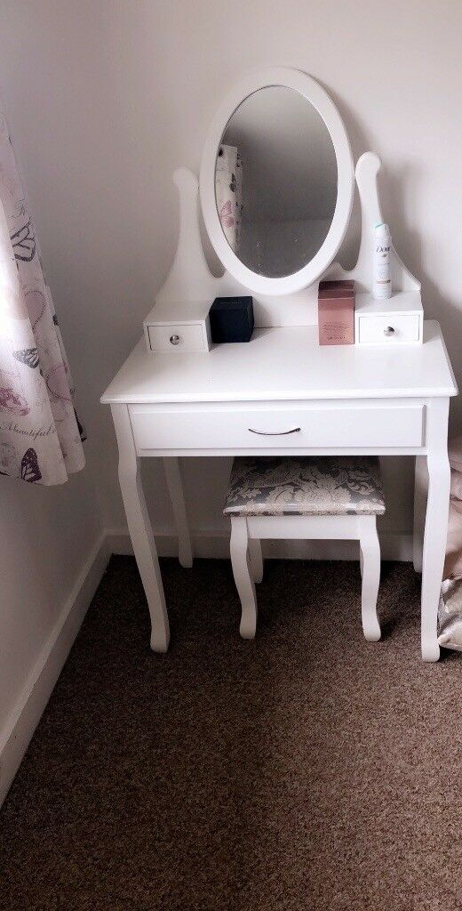 Mirrored Vanity Table And Stool: Dressing Table With Mirror And Stool
