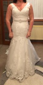 Wedding dress size 12/14, cleaned and ready to wear.