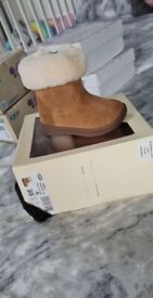 Chestnut Ugg boots baby size 2