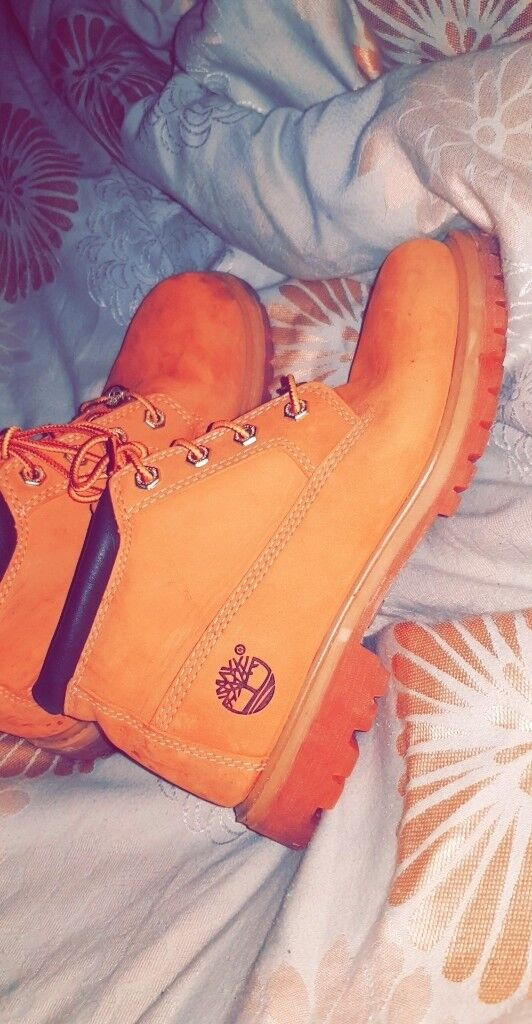 Genuine timberlands size 6. Worn once